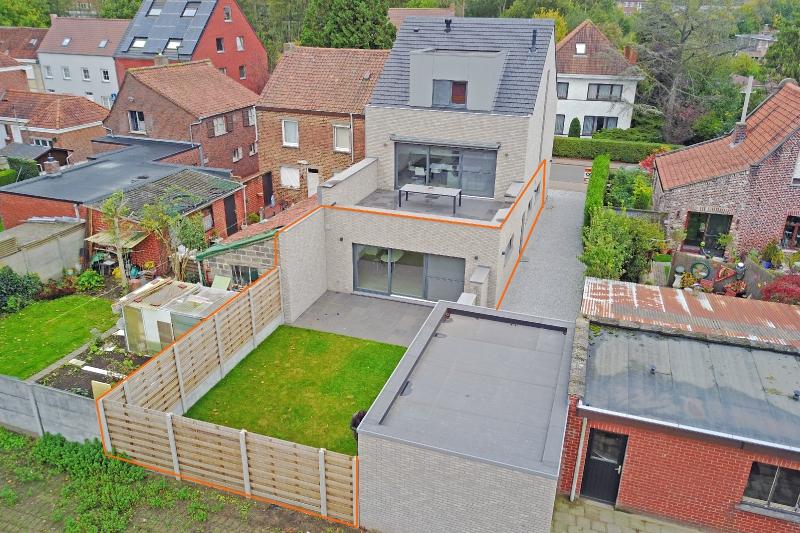 Instapklaar 2-slpk appartement met tuin!