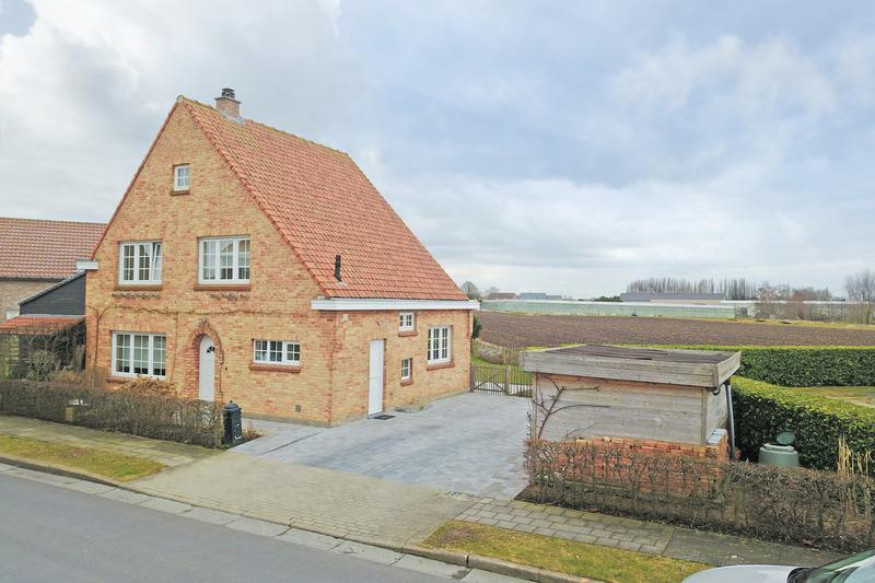 Perfect gerenoveerde woning met ruime zonnige tuin te Veldegem.