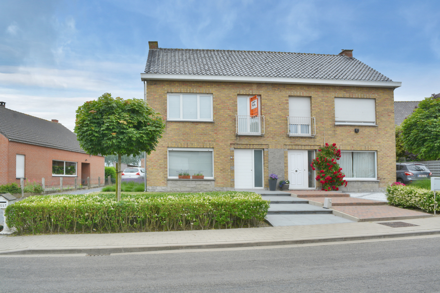 Perfect gerenoveerde woning met ruime tuin en garage te Aartrijke.