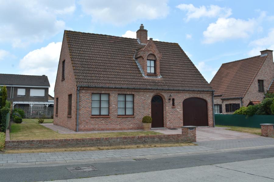 Charmante instapklare woning met prachtige tuin te Oostkamp.