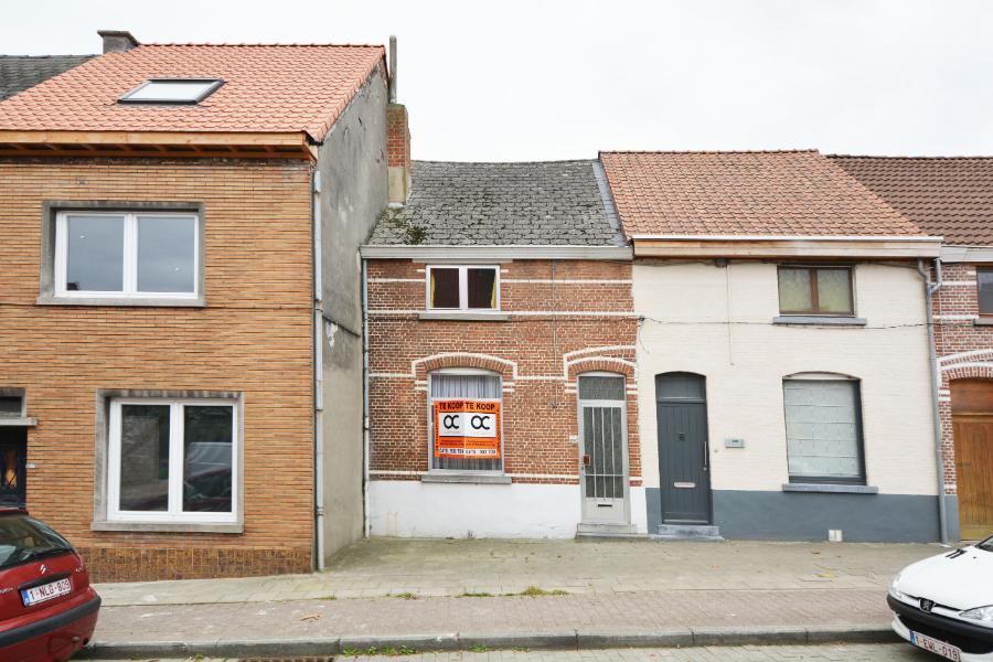 Te renoveren woning op goede ligging in Melle.