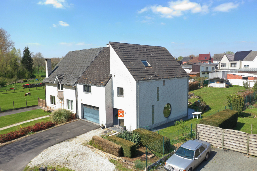 Prachtig gelegen woning met vier slaapkamers in Haaltert.