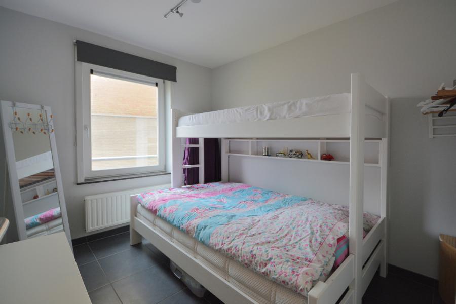 Perfect onderhouden tweeslaapkamer appartement met zijdelings zeezicht.