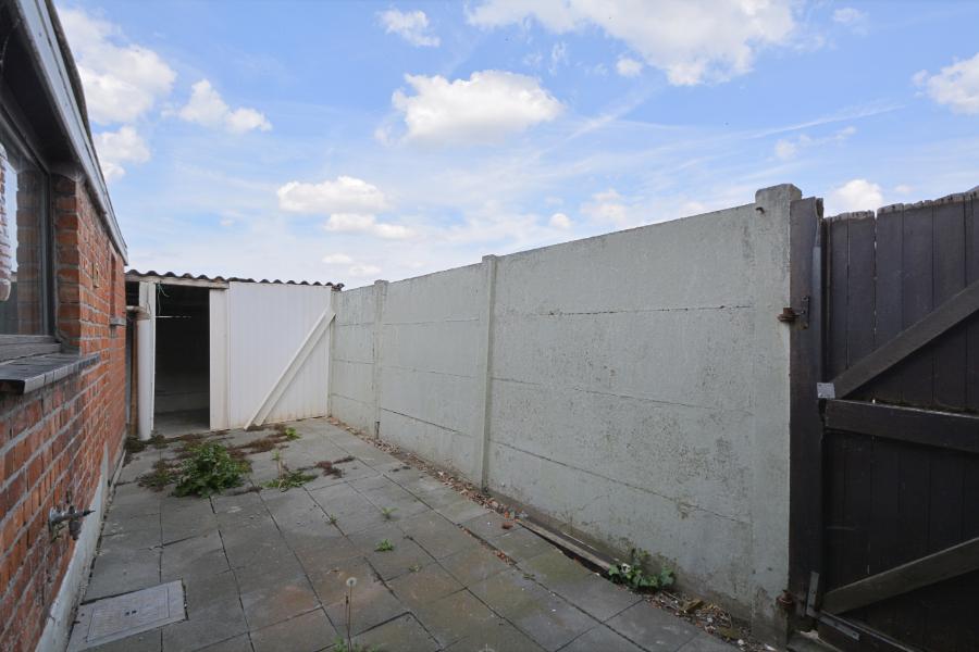 Te renoveren HOB met tuin en garage