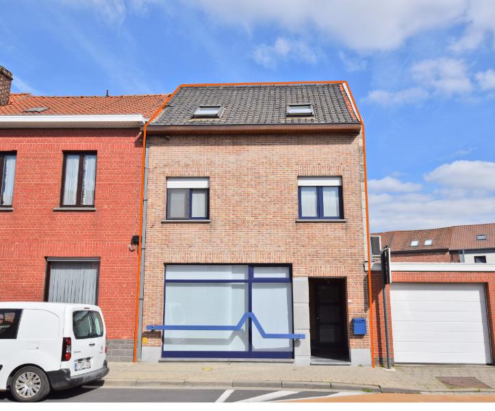 Zeer ruime lichtrijke woning te koop met handelsfunctie
