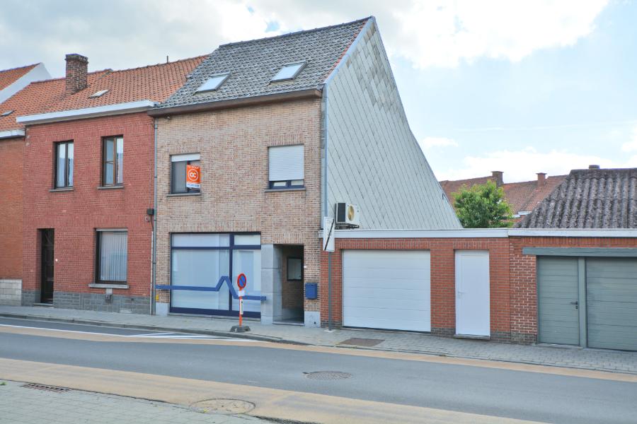 Zeer ruime lichtrijke woning met stadstuintje te koop!