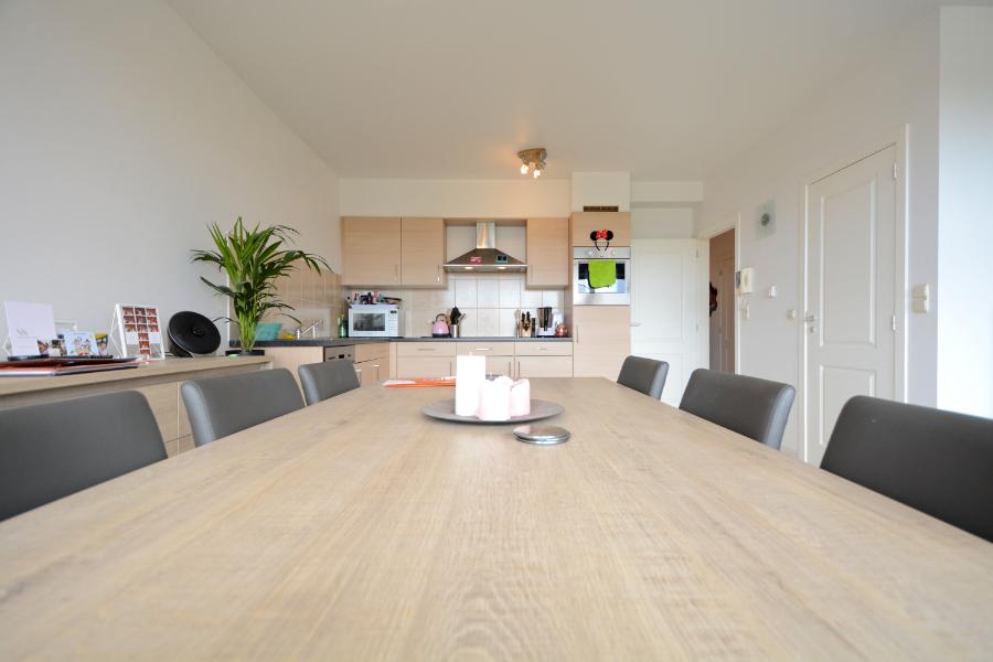 Perfect instapklaar 2 slaapkamer appartement op toplocatie te Lovendegem plus garagebox!
