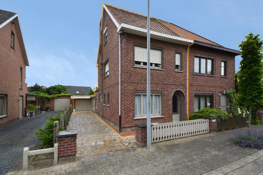 Op te frissen HOB op top locatie te Destelbergen!