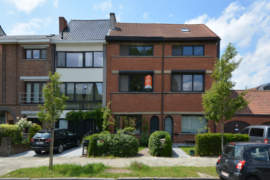 Duurzaam gerenoveerde gezinswoning (2017) met 3 volwaardige slaapkamers te koop!