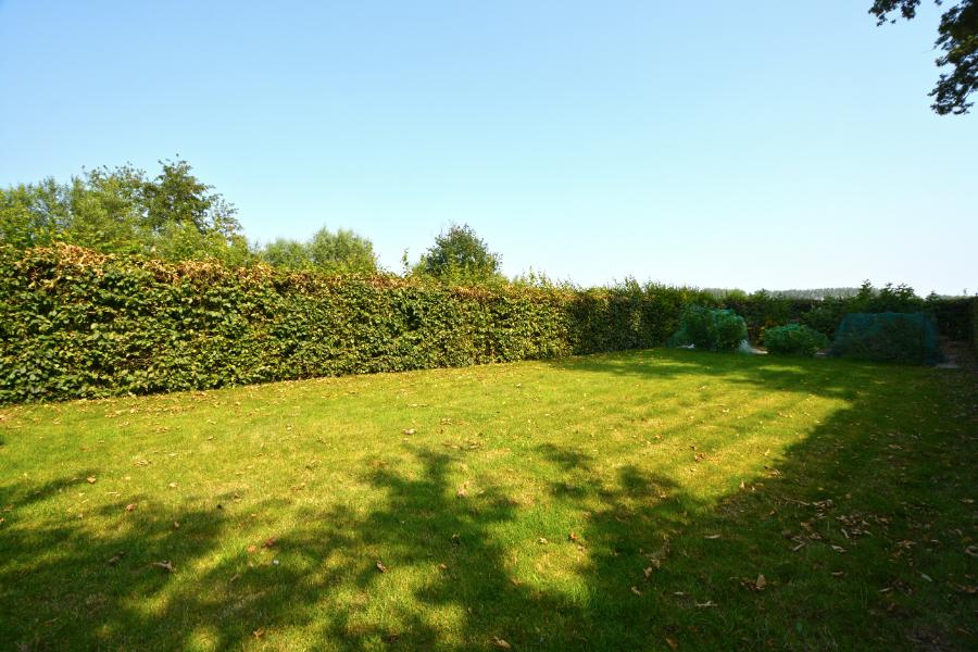 Instapklare en ruime halfopen bebouwing met grote tuin