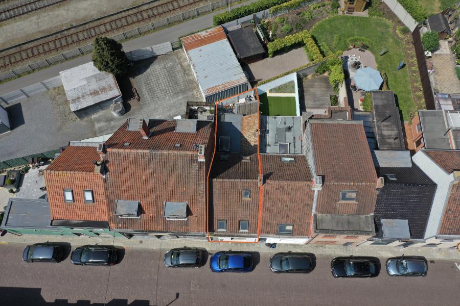 Deels gerenoveerde starterswoning nabij centrum