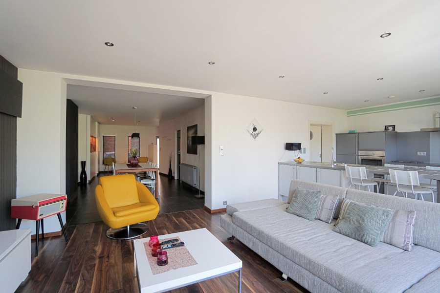 Volledig vernieuwde gezinswoning met 4 slaapkamers te Denderhoutem