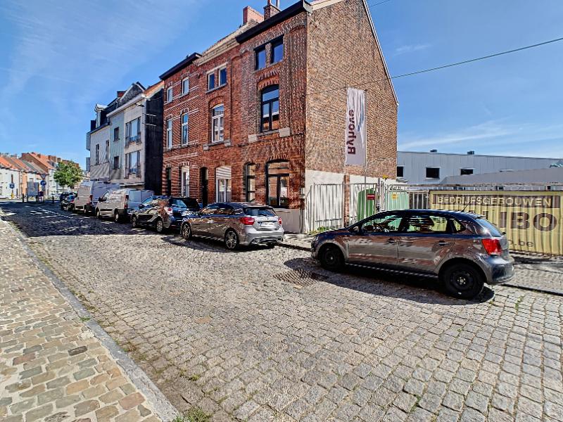 Gerenoveerde woning met 3 slaapkamers + mezzanine  te Gent