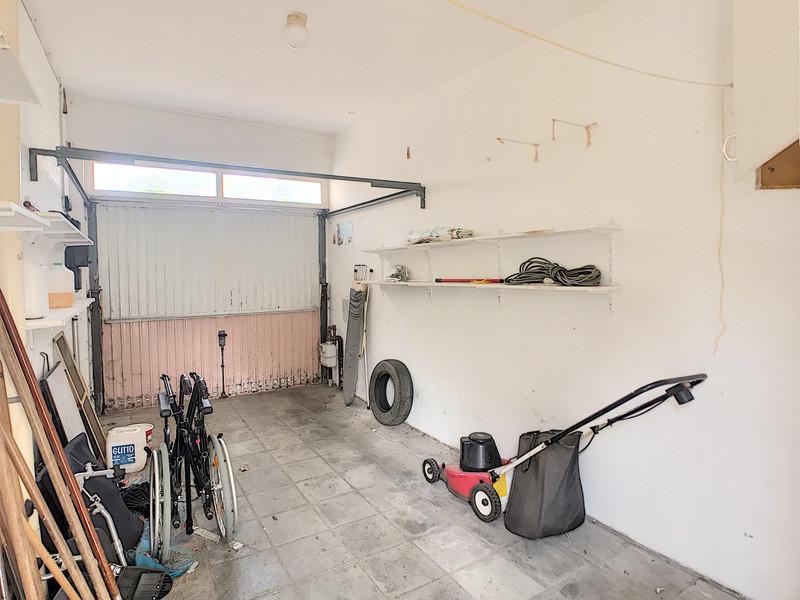 Op te frissen woning van 122 m2 & 3 Slpks op rustige ligging