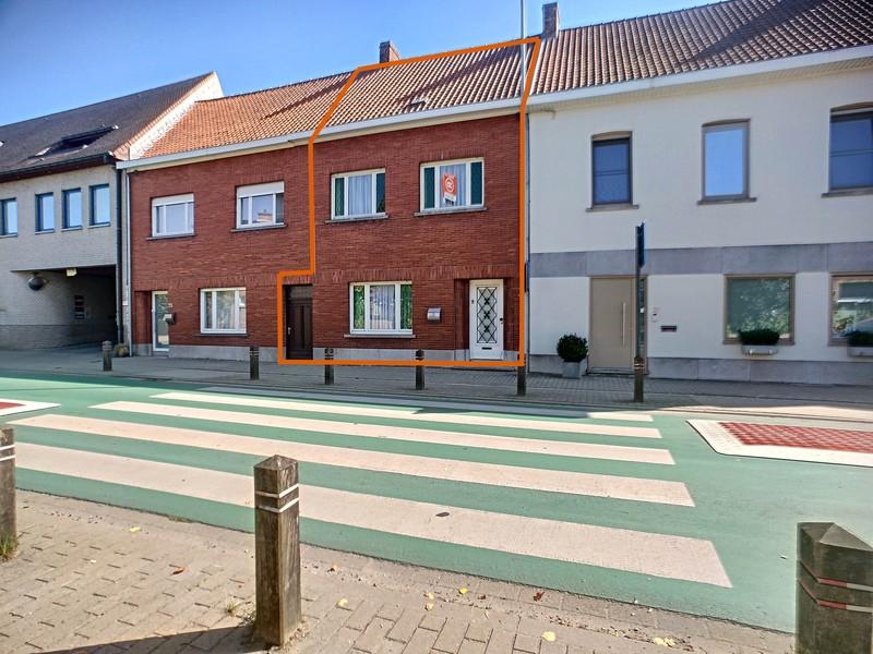 zeer stevige te renoveren woning centrum Waregem