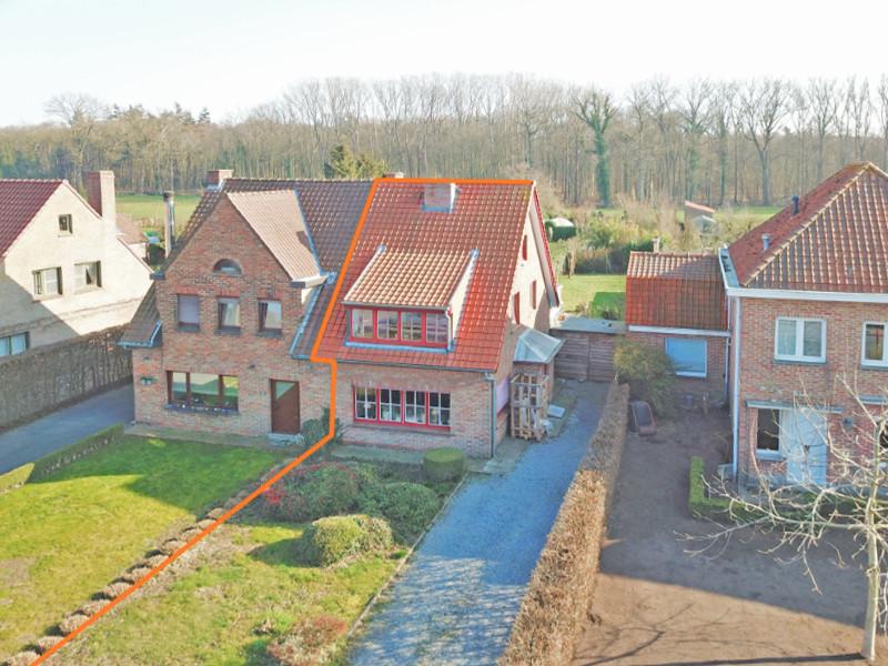 Halfopen bebouwing op zeer rustige ligging te Zedelgem.
