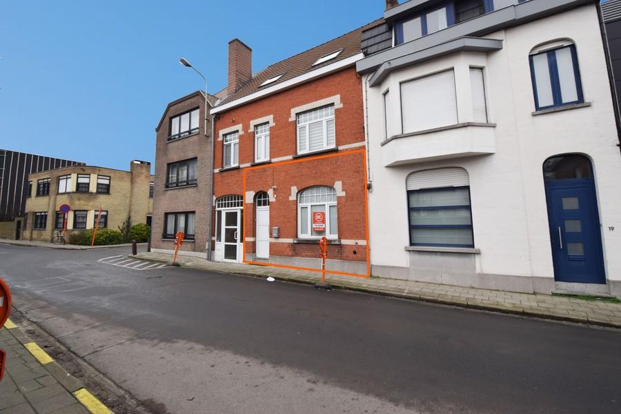 Instapklare gelijkvloerswoning met parkeerplaats centrum Waregem