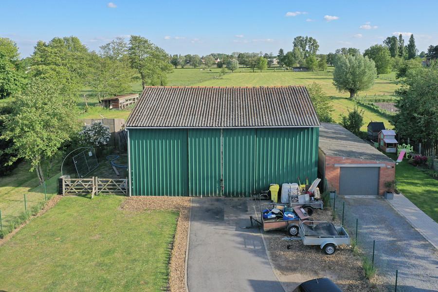 Bungalow met garage, tuin en loods