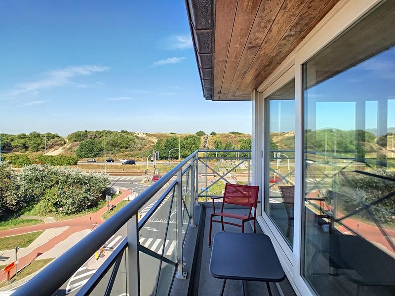 Zonnig hoekapp + garage met zicht op de duinen in hartje Bredene