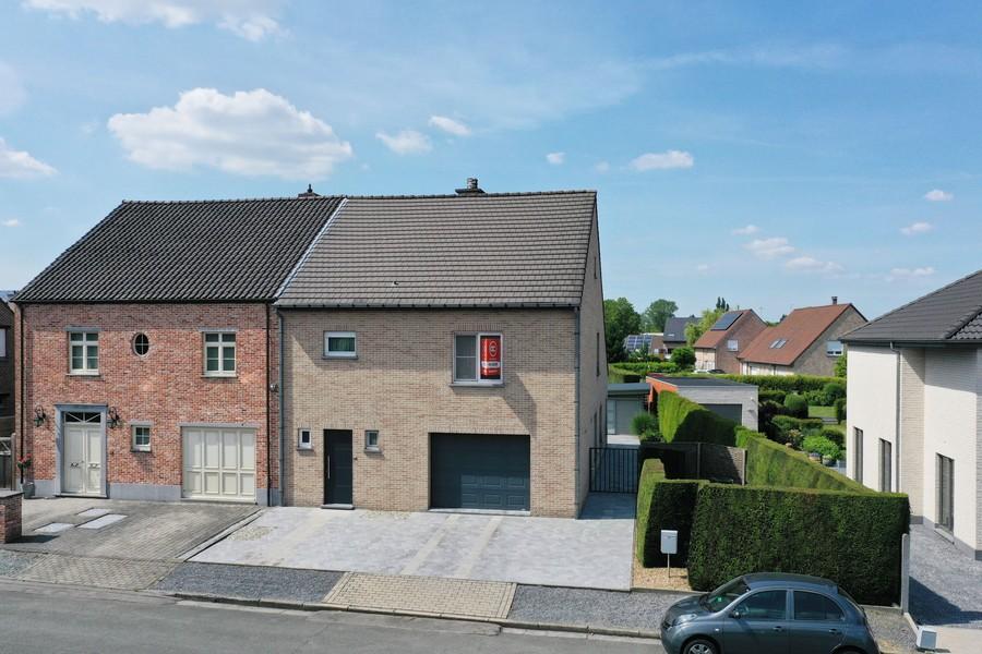Moderne HOB met 4 slpk en tuin te Nieuwerkerken