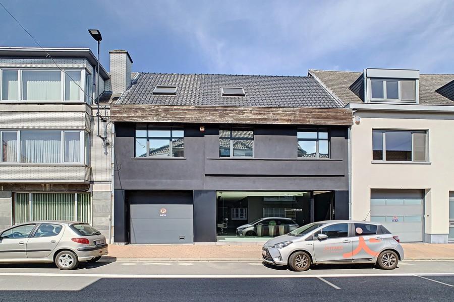 Gemengd gebouw bestaande uit een loods, kantoren en woonst nabij N60 Gent-Ronse