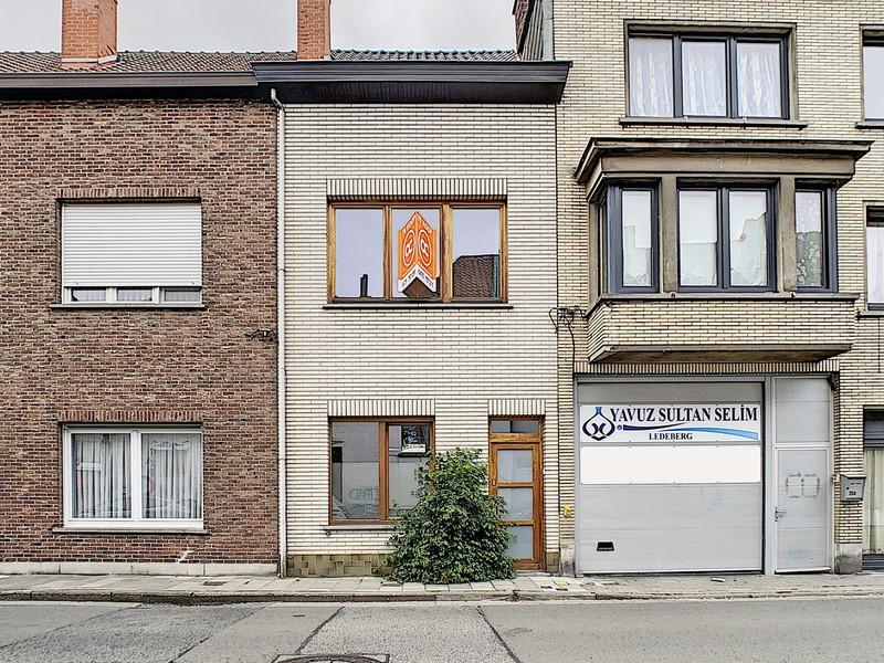 Rijhuis met 4 slaapkamers, koer en terras te Ledeberg