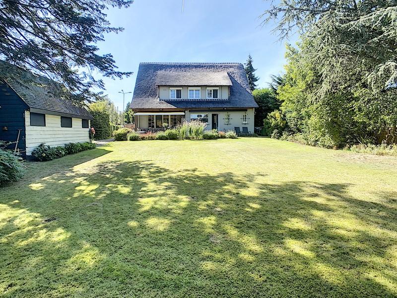 Zeer mooie, gerenoveerde villa op super goede locatie!