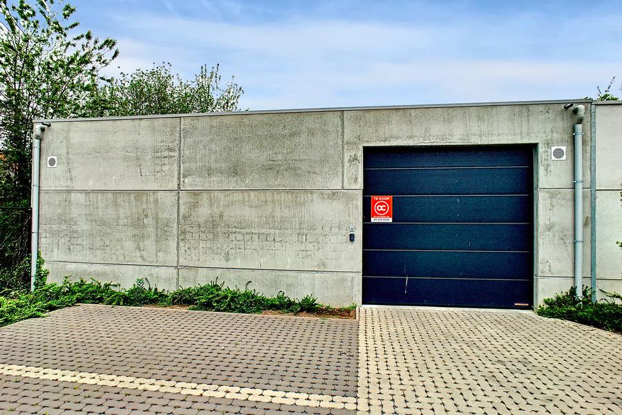 Recente, ruime garagebox (162m²) dichtbij E17 te Sint-Niklaas