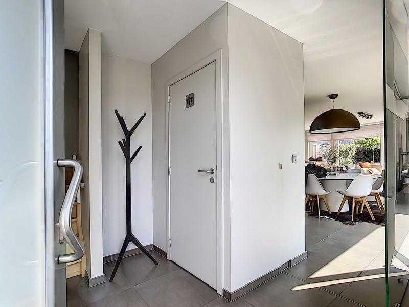 Half open bebouwing met 3 slaapkamers in nieuwstaat op zeer rustige ligging