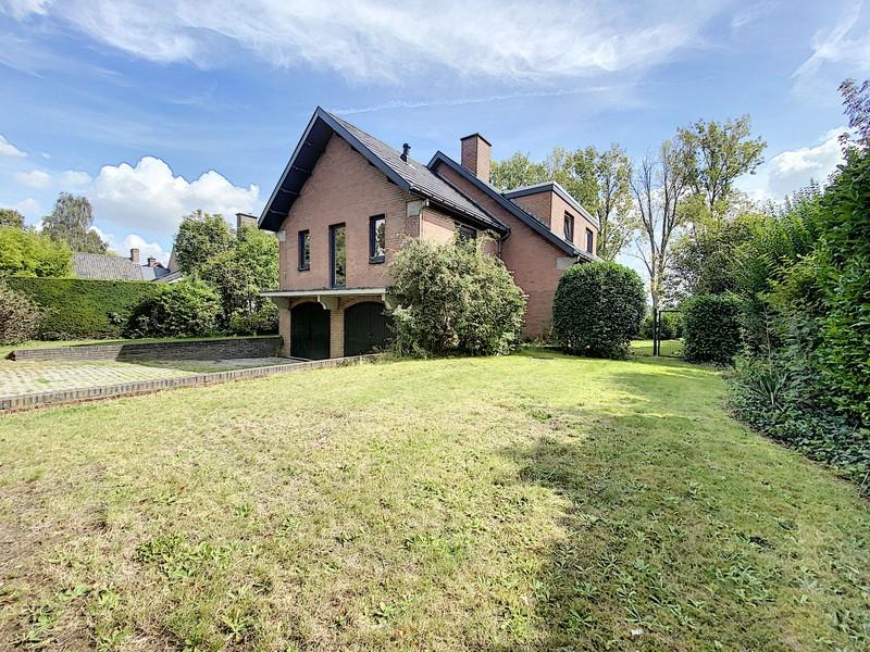 Exclusieve villa, omringd door de prachtige Leie omgeving, te koop!