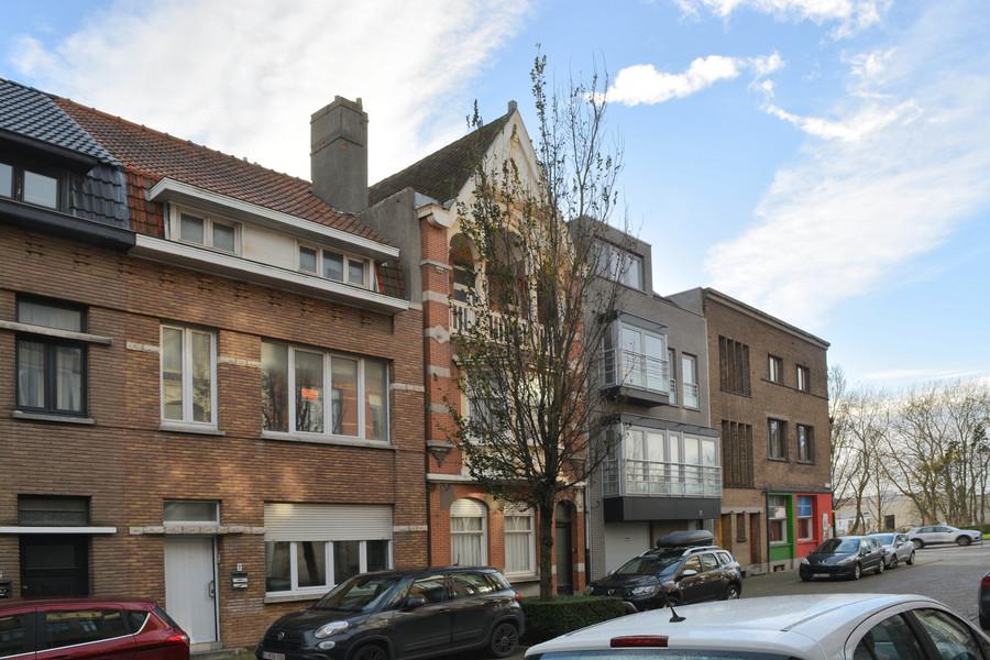 Ruime woning met 5 kamers gelegen aan de Spuikom.