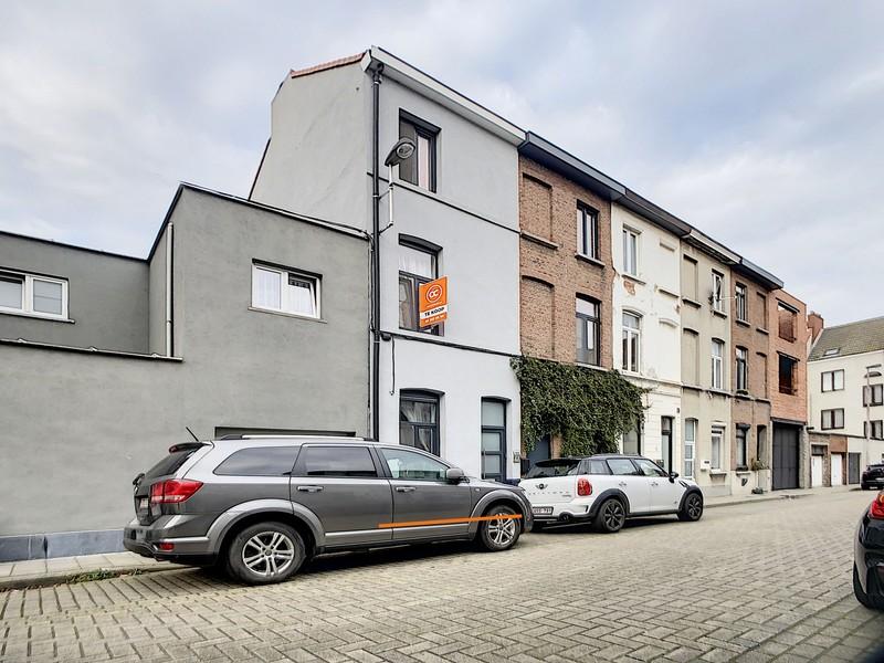 *compromis in opmaak, verkocht* Woning met 4 slaapkamers vlakbij Dampoort station en Portus Ganda