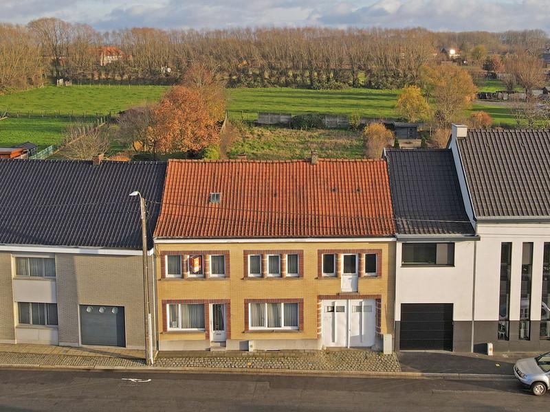 Ruim, te renoveren woonhuis op 14 are te Roosdaal