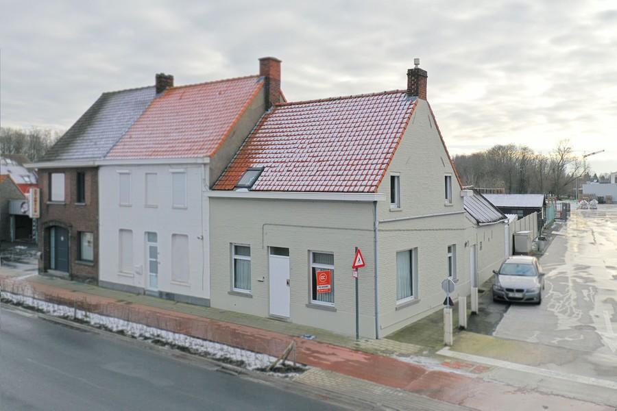 - IN OPTIE - Op te frissen HOB aan de rand van Roeselare