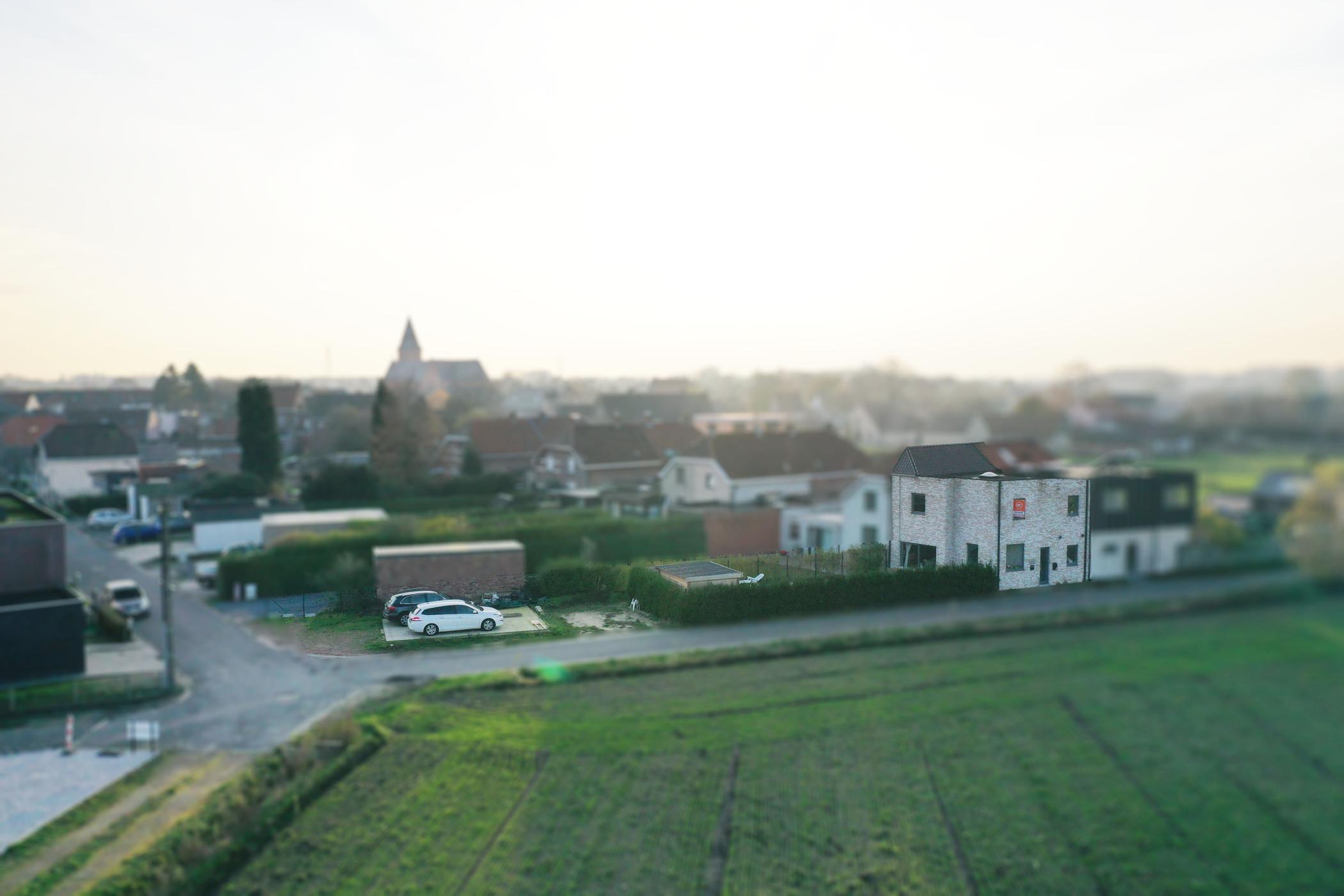 Uitzonderlijk gelegen woning met 3 slaapkamers, tuin en stukje bouwgrond te Evergem.