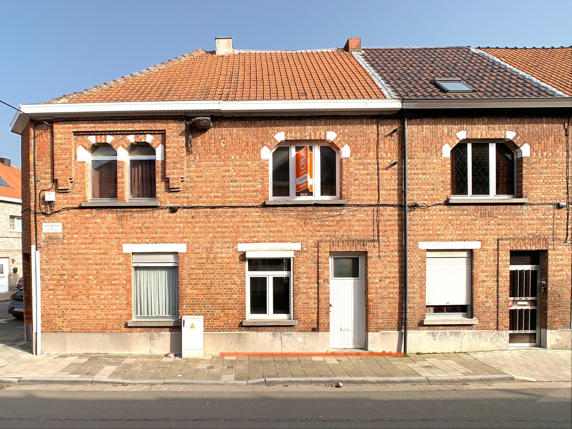Te renoveren woning met koer nabij centrum Aalst
