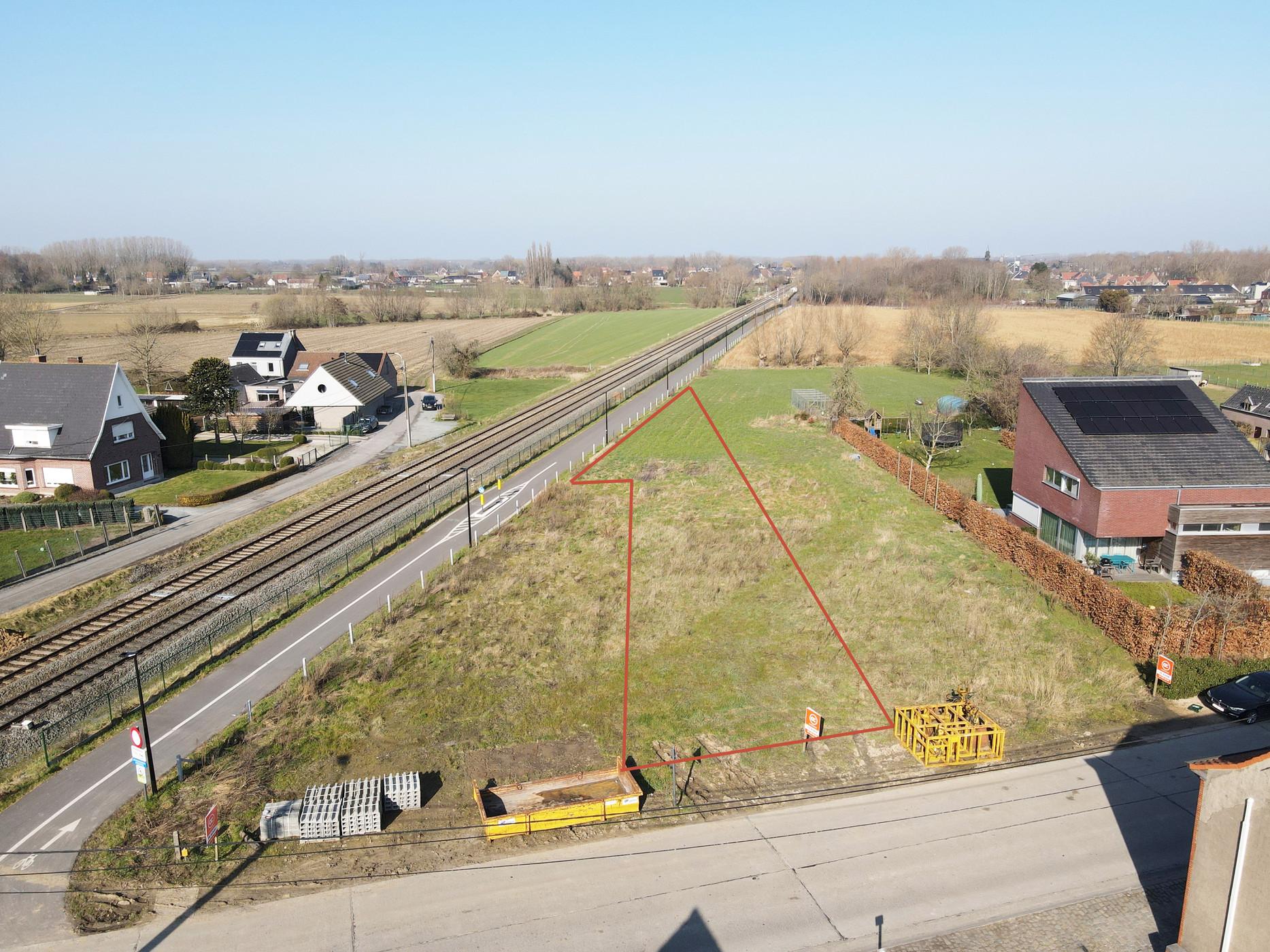 Bouwgrond voor gesloten bebouwing met gunstige bouwvoorwaarden te Oosterzele