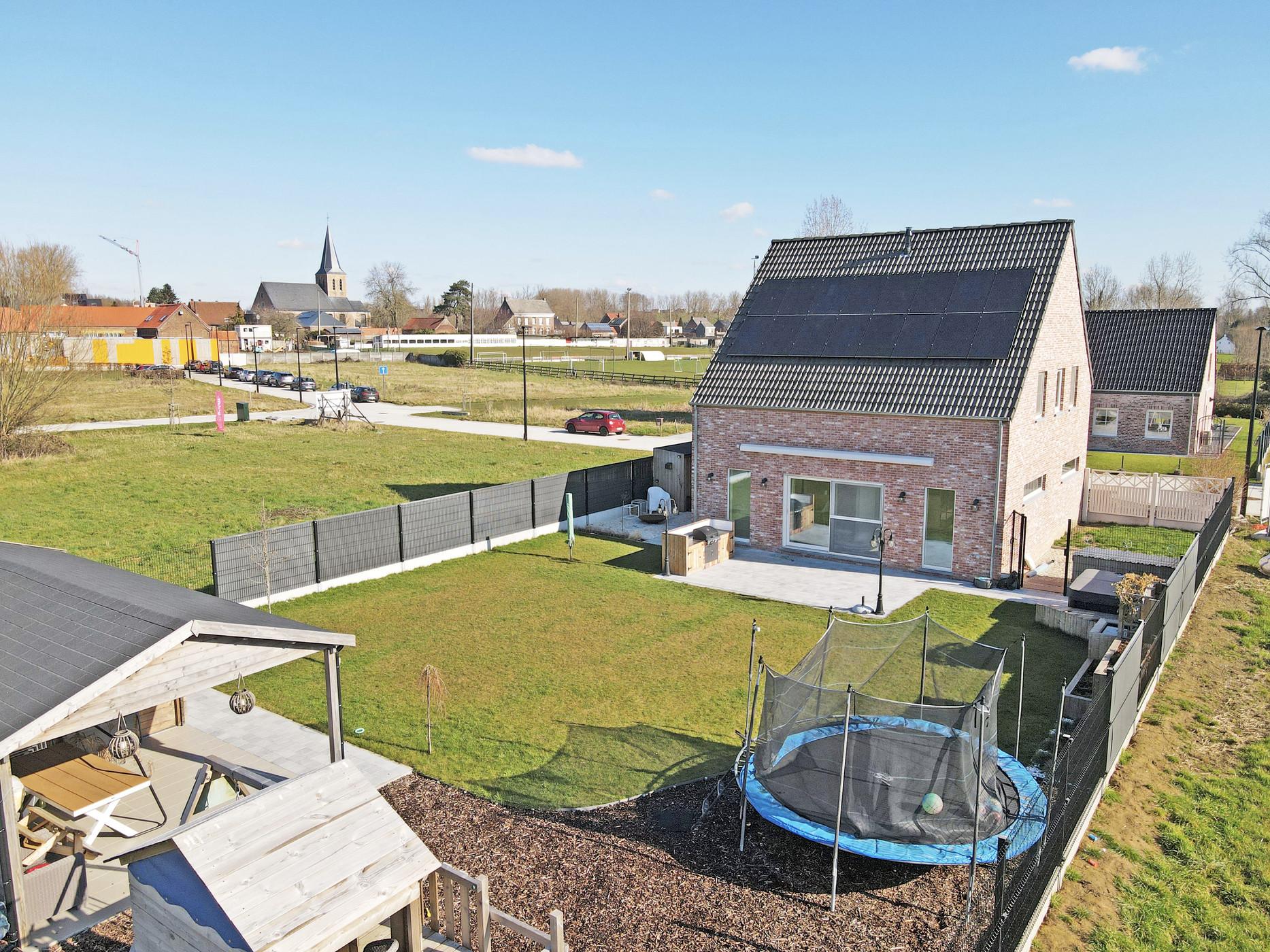 Prachtig volledig afgewerkte open bebouwing van 2018 te Ophasselt
