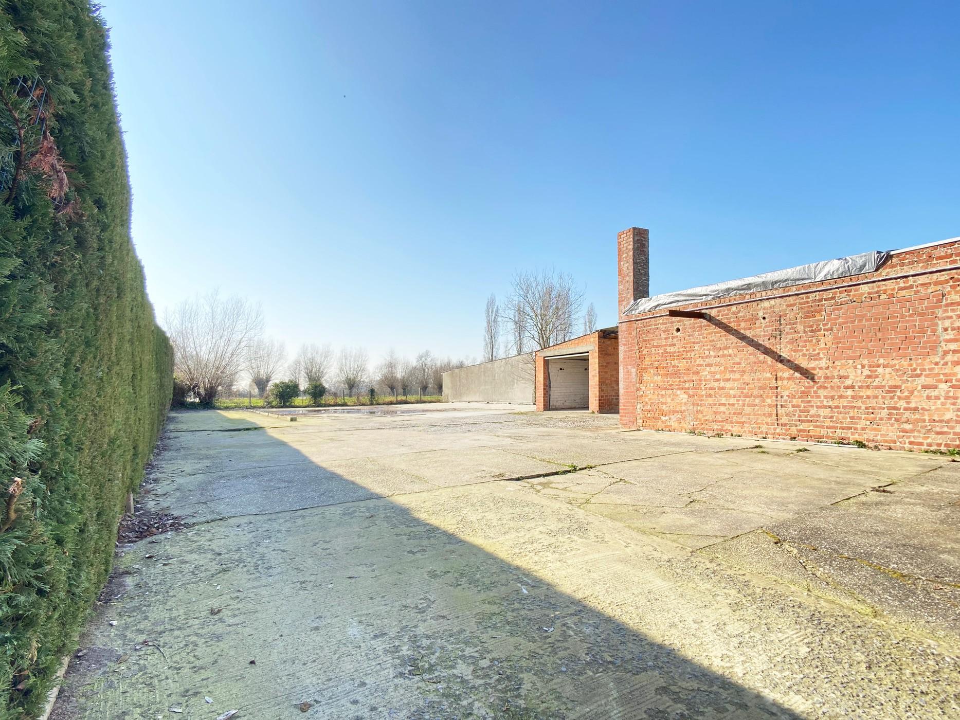 Handelspand met uitbreidingsmogelijkheden en appartement te Buggenhout!