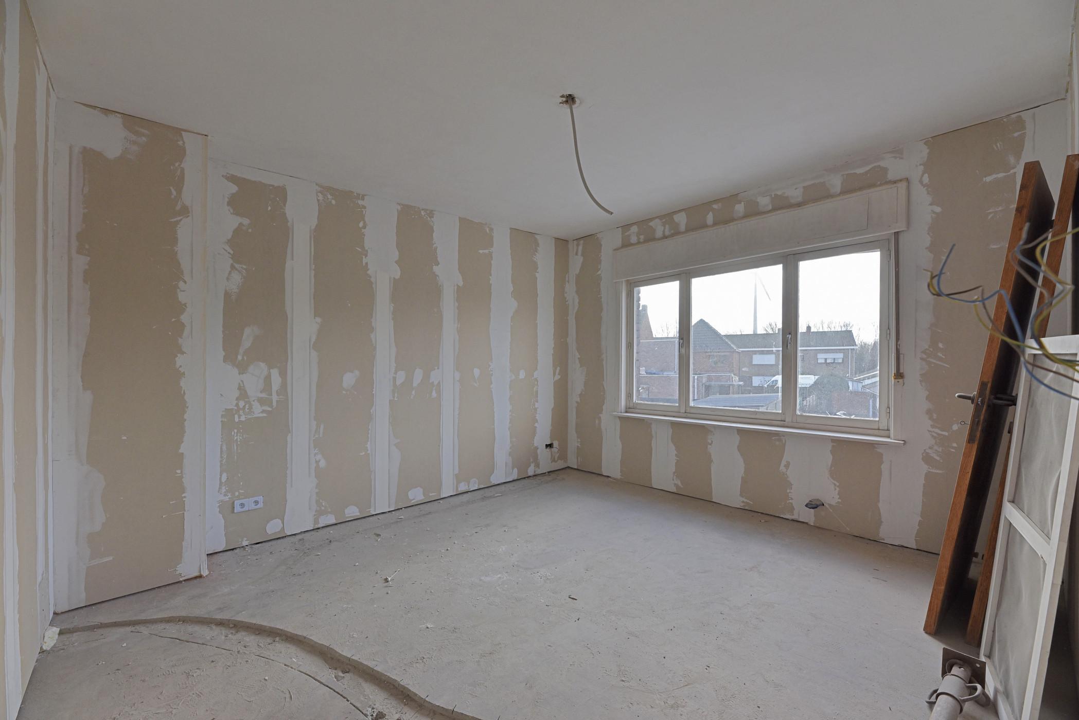 (Verder) te renoveren woning met 4 slaapkamers en tuin