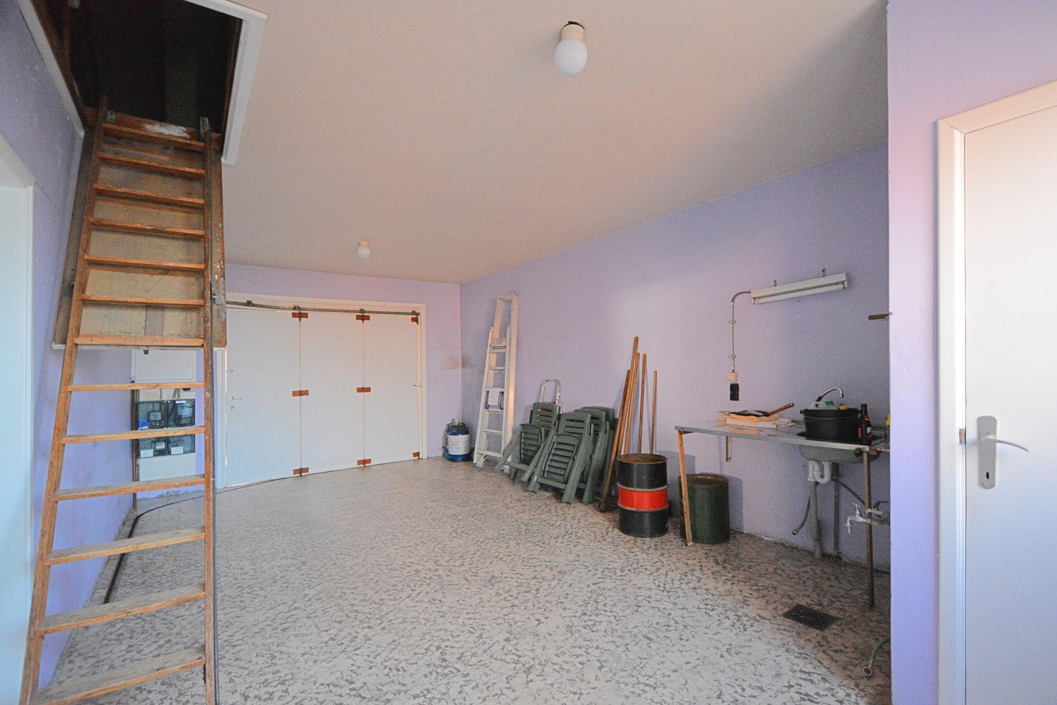 Te renoveren halfopen bebouwing met uitstekende ligging