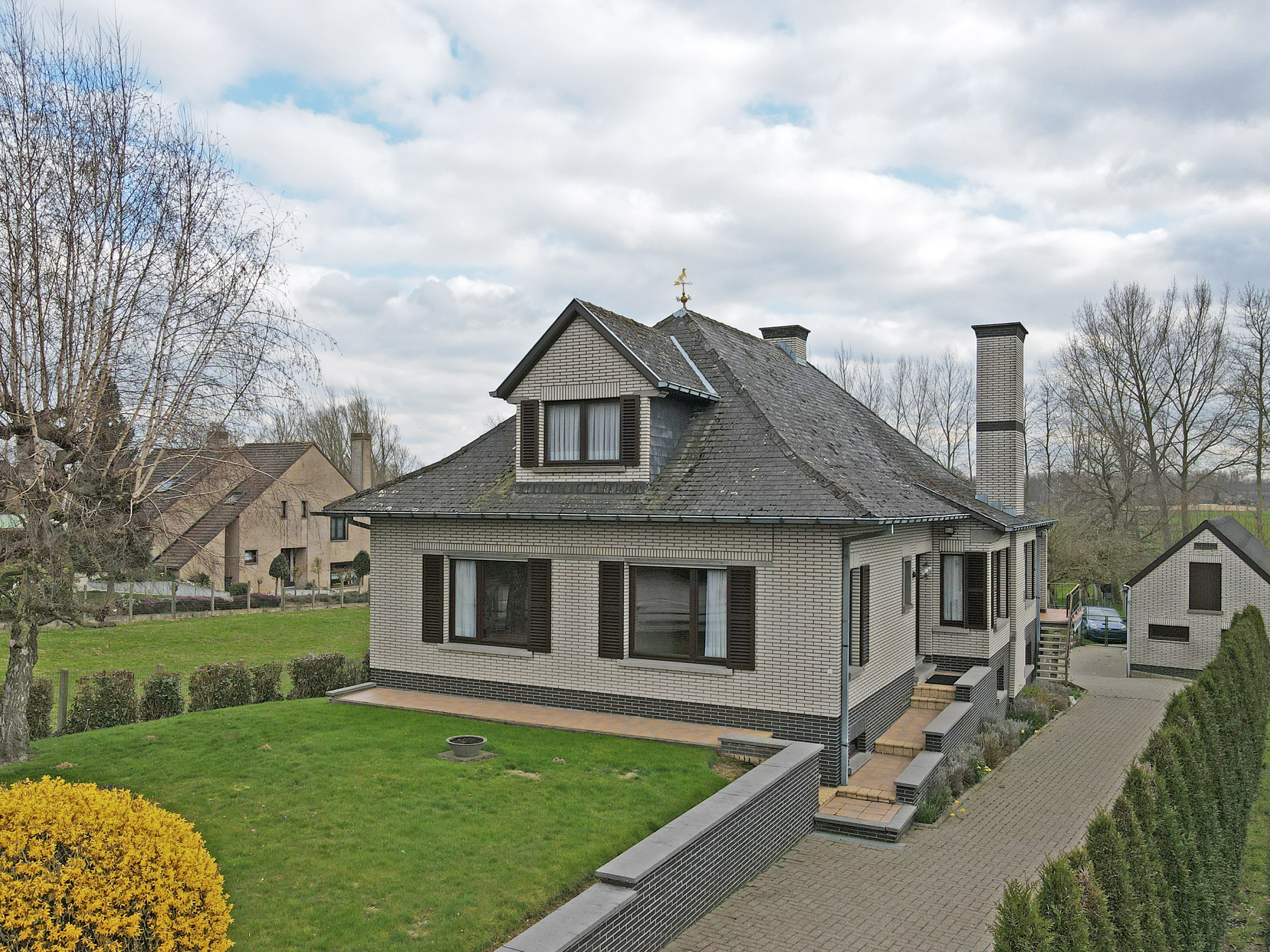 Ruime villa op 18 are met zicht op de velden te Zottegem