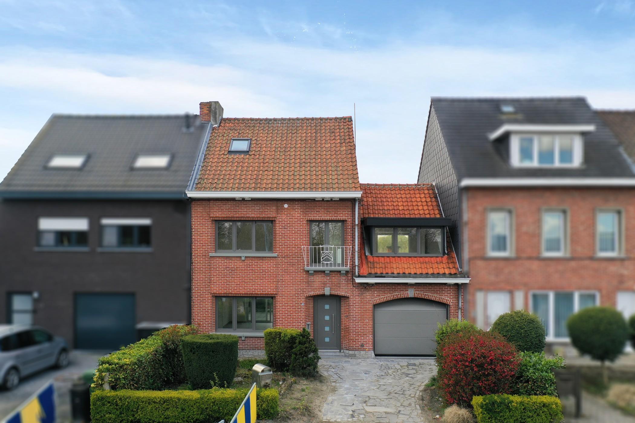 Gerenoveerde, instapklare 4 slaapkamerwoonst met zicht op de Schelde!