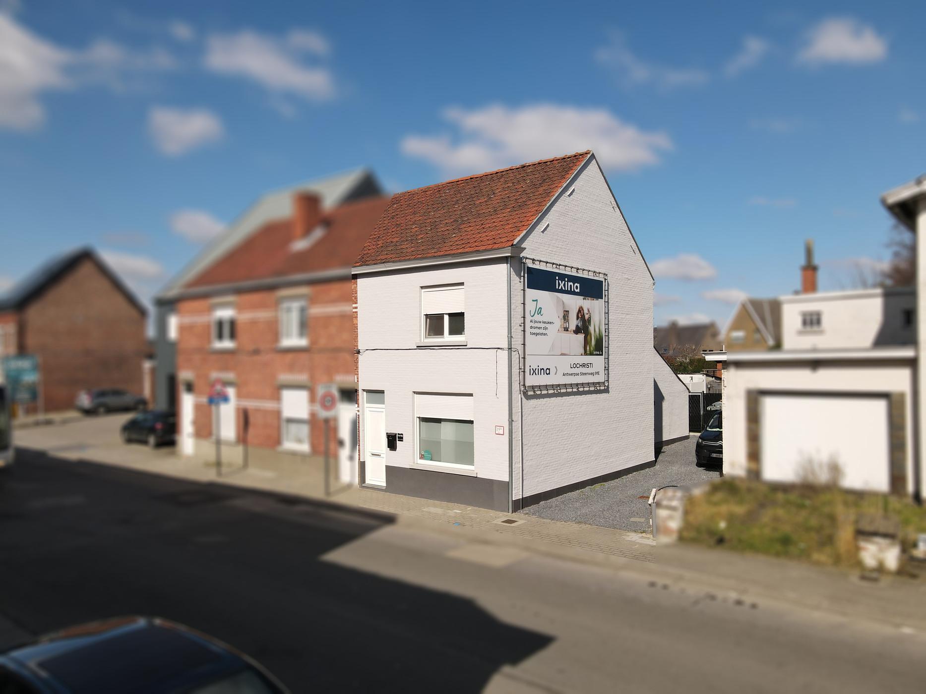 Gerenoveerde gezinswoning met tuintje op goede ligging te koop in Wachtebeke.
