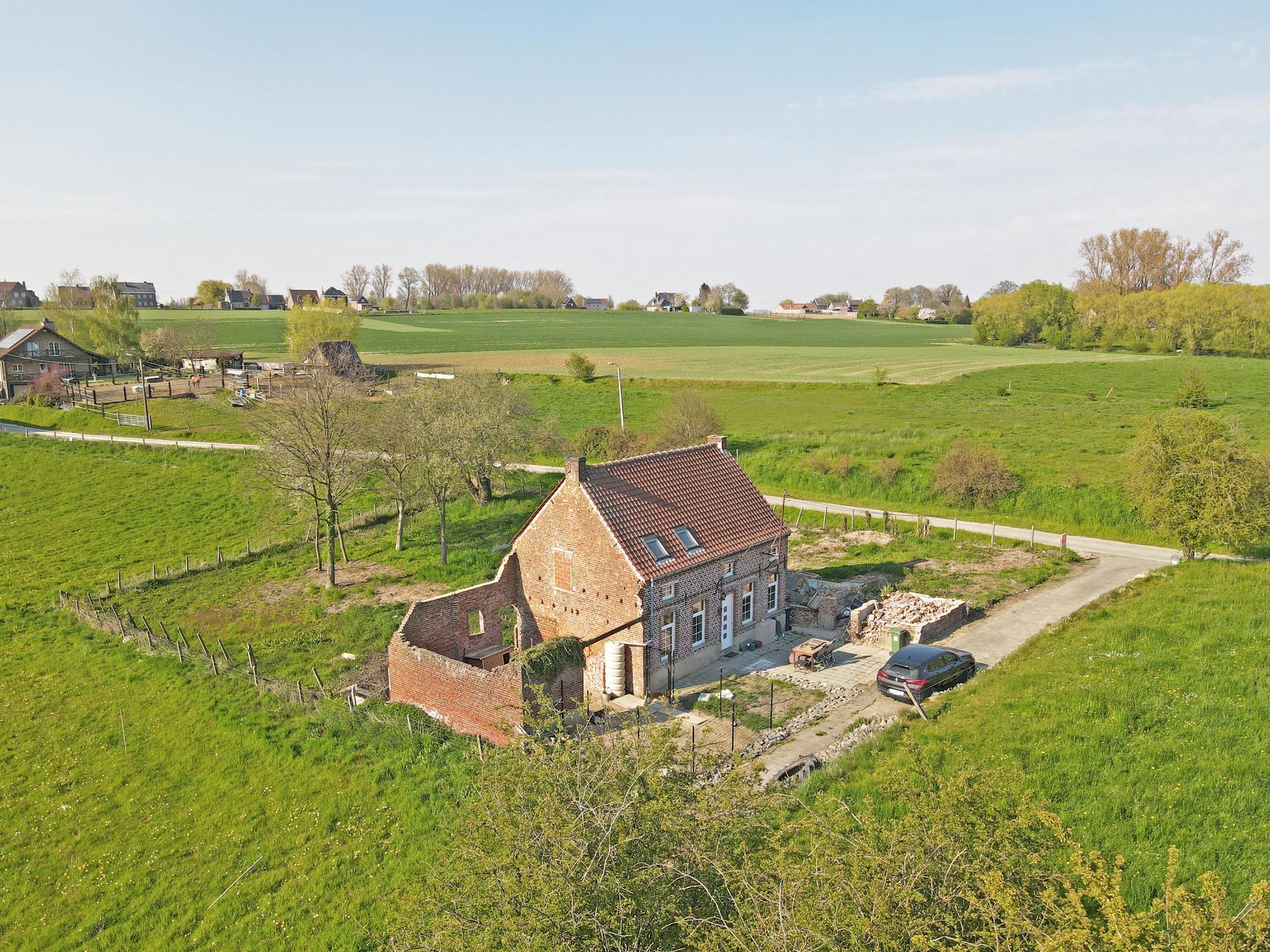 Te renoveren woning op 21 are met vergezicht te Sint-Lievens-Esse