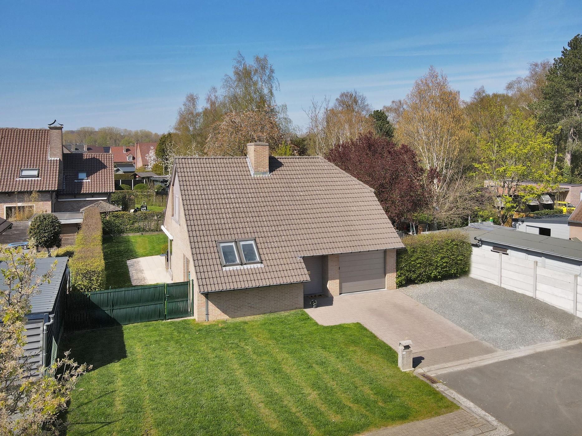 Instapklare woning met 3 slpk en tuin, centraal gelegen te Hillegem