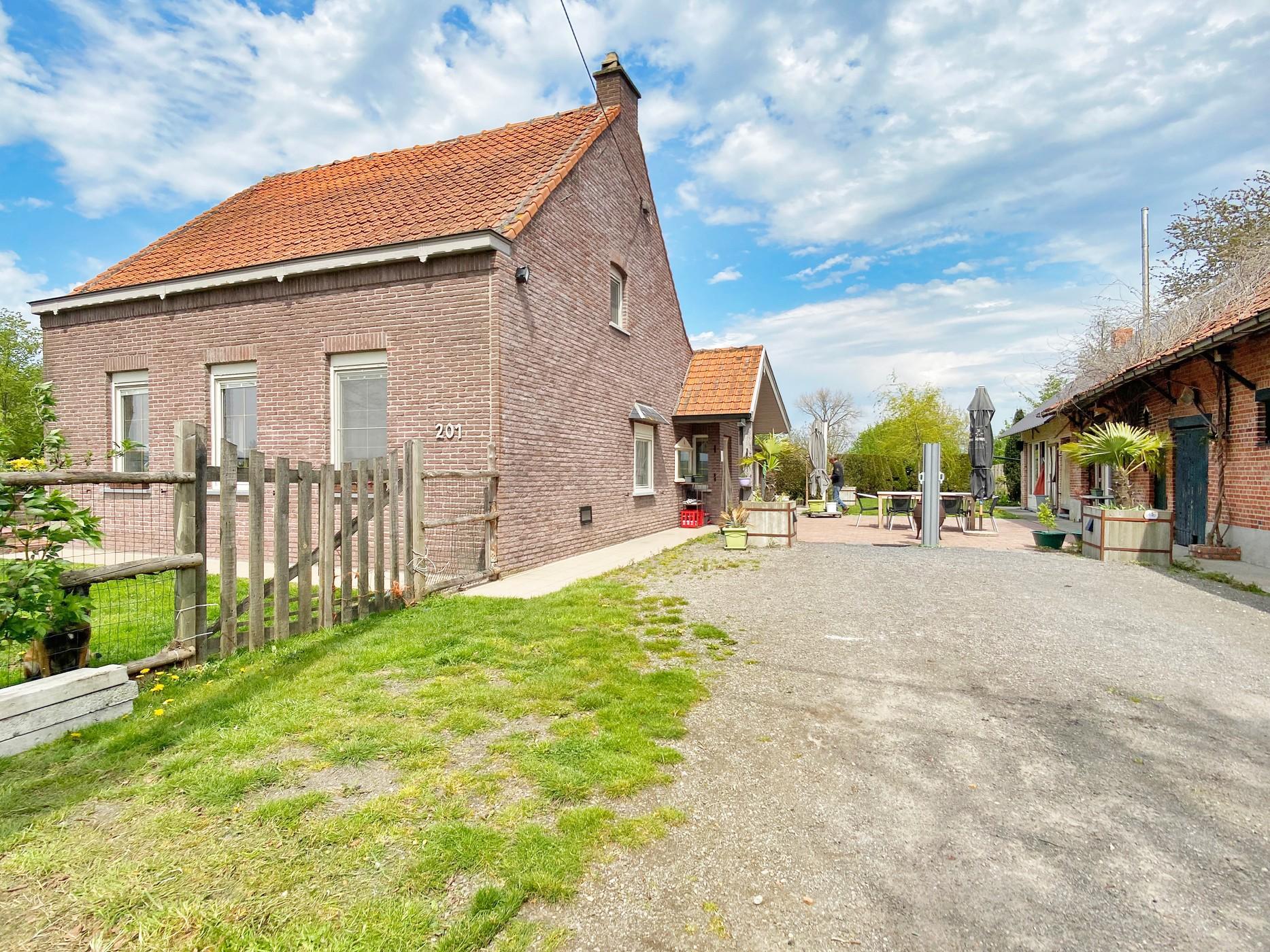 Unieke eigendom in agrarisch gebied te Waasmunster!