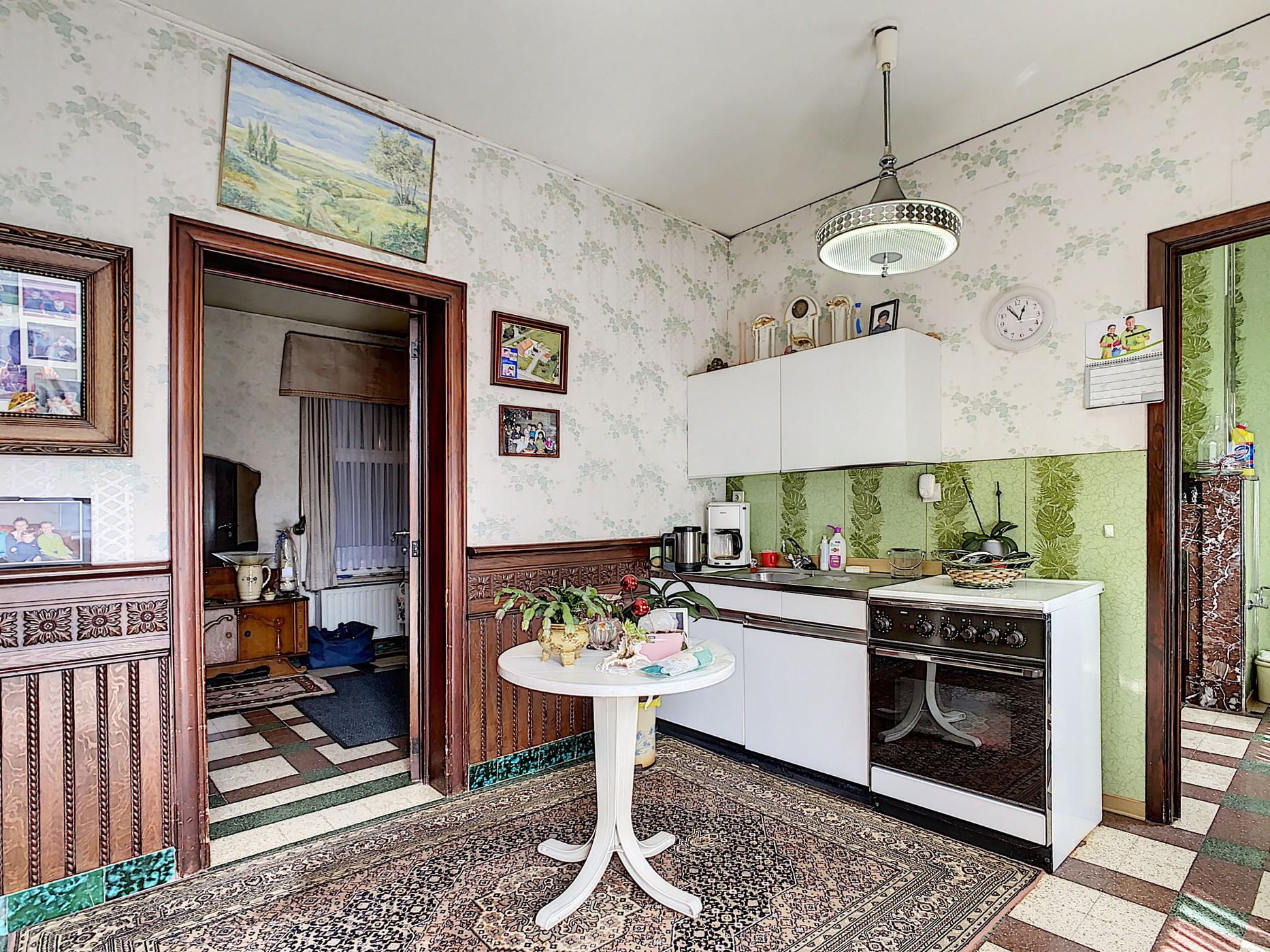 Te slopen/ te renoveren woning op groot perceel met weiland