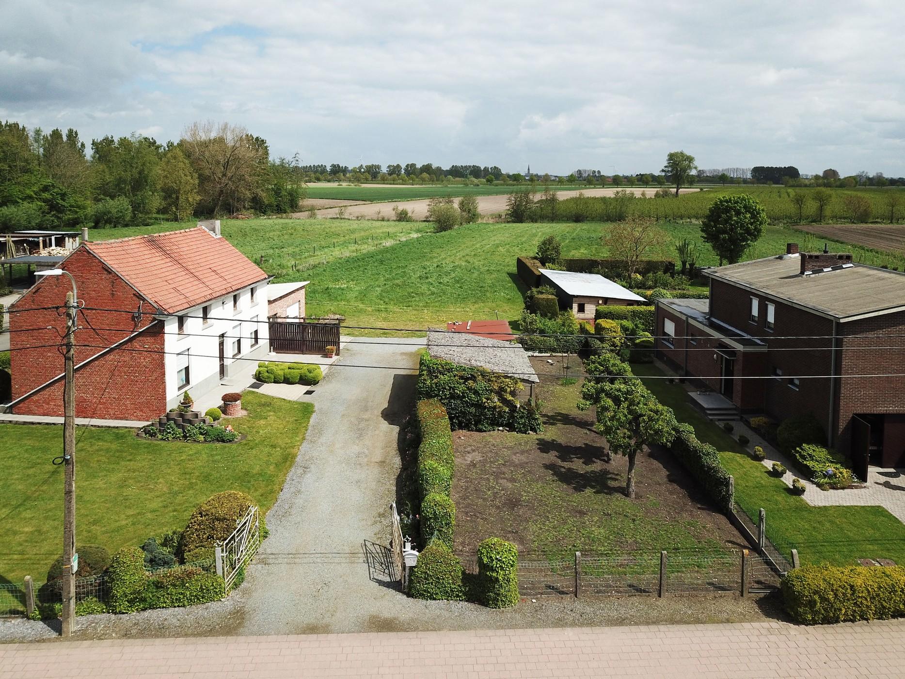 Landelijk gelegen bouwgrond  met weiland voor open bebouwing
