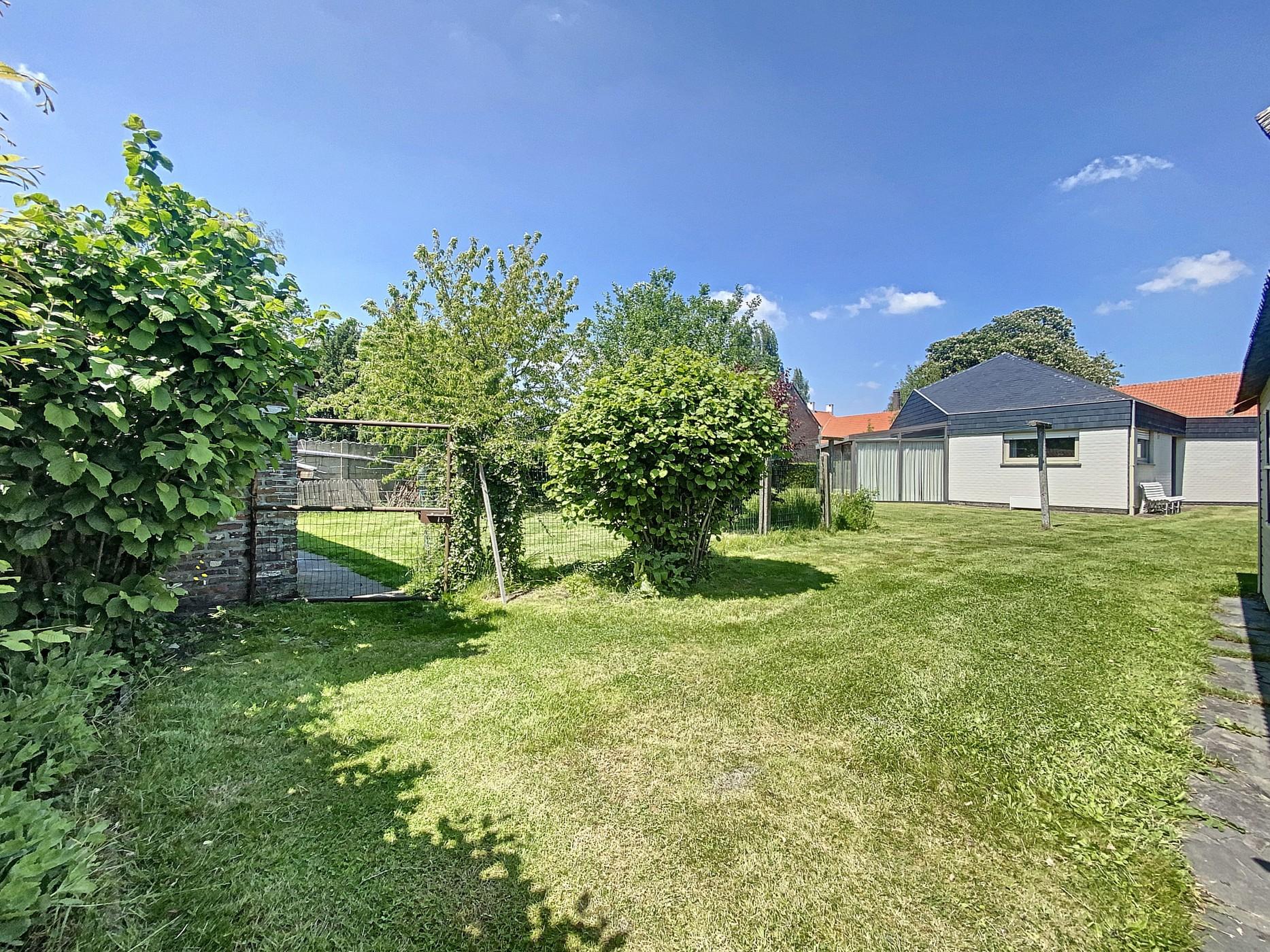Charmante, vrijstaande woning met aangename tuin in hartje Zingem!